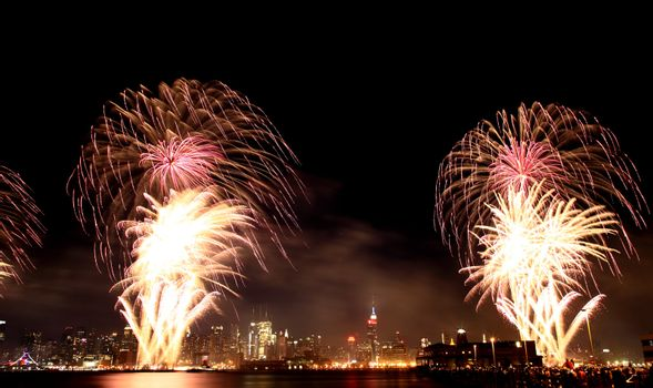 The 4th of July fireworks over the Hudson River west of Midtown Manhattan