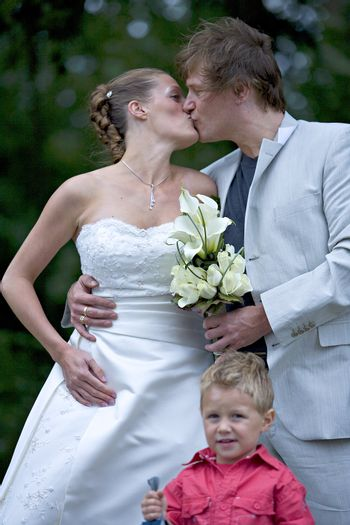 pictures shooten on a wedding day from a beauty couple and child