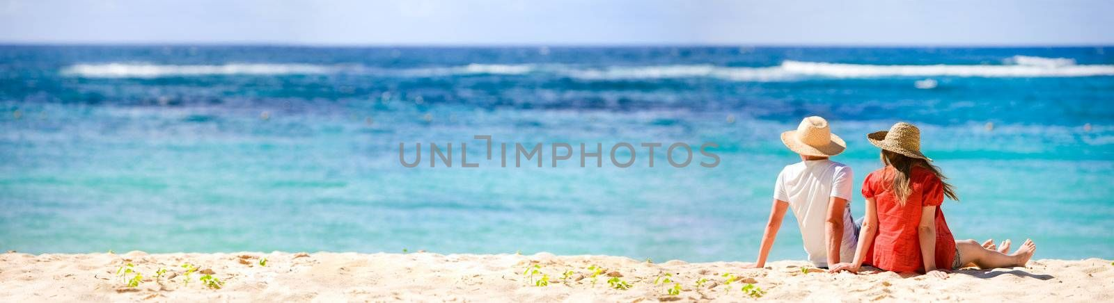 Panoramic photo of romantic couple in tropical paradise