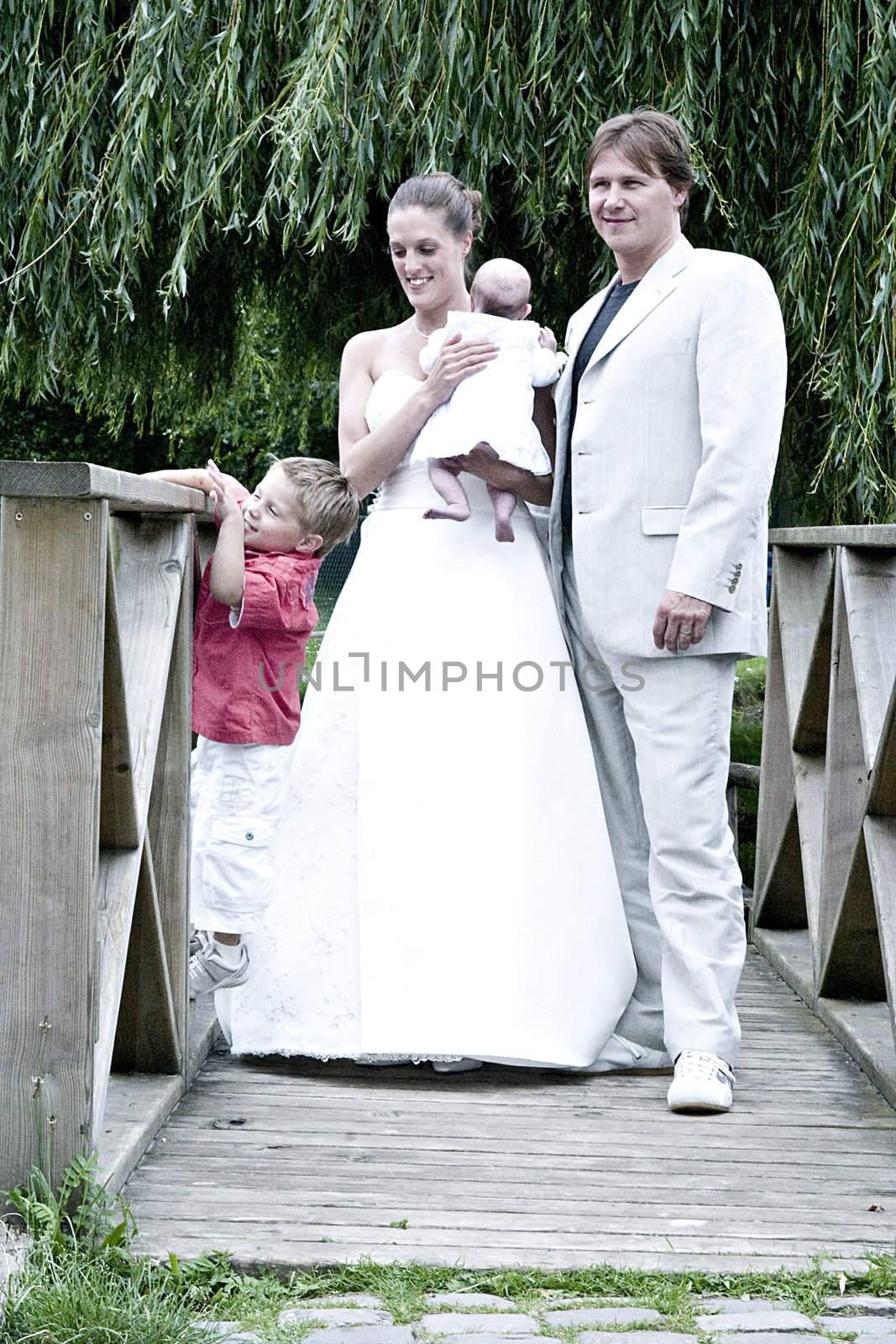 pictures shooten on a wedding day from a beautiful couple and child