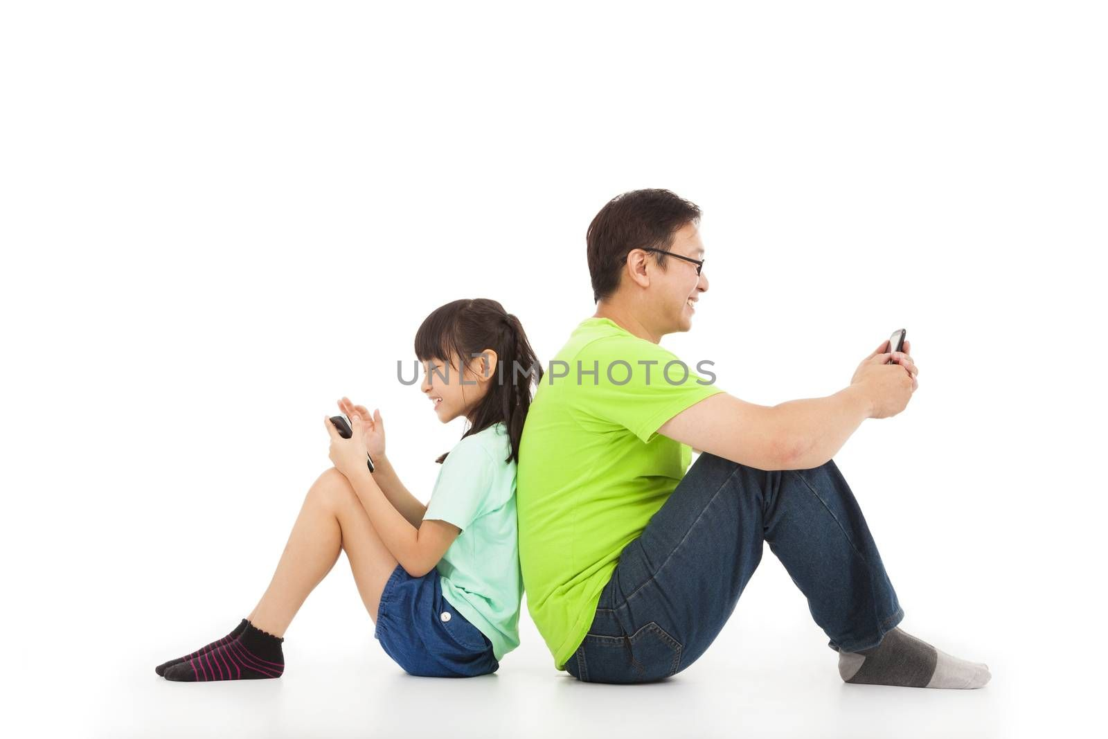 communication between father and daughter by smart phone