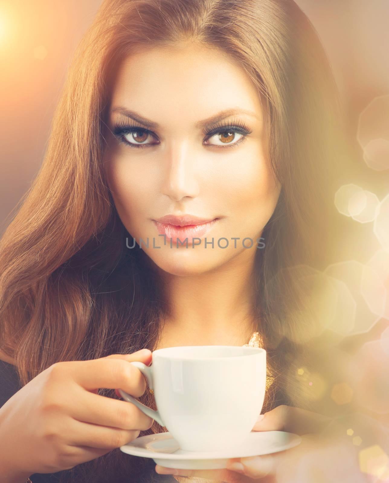 Coffee. Beautiful Sexy Girl Drinking Tea or Coffee