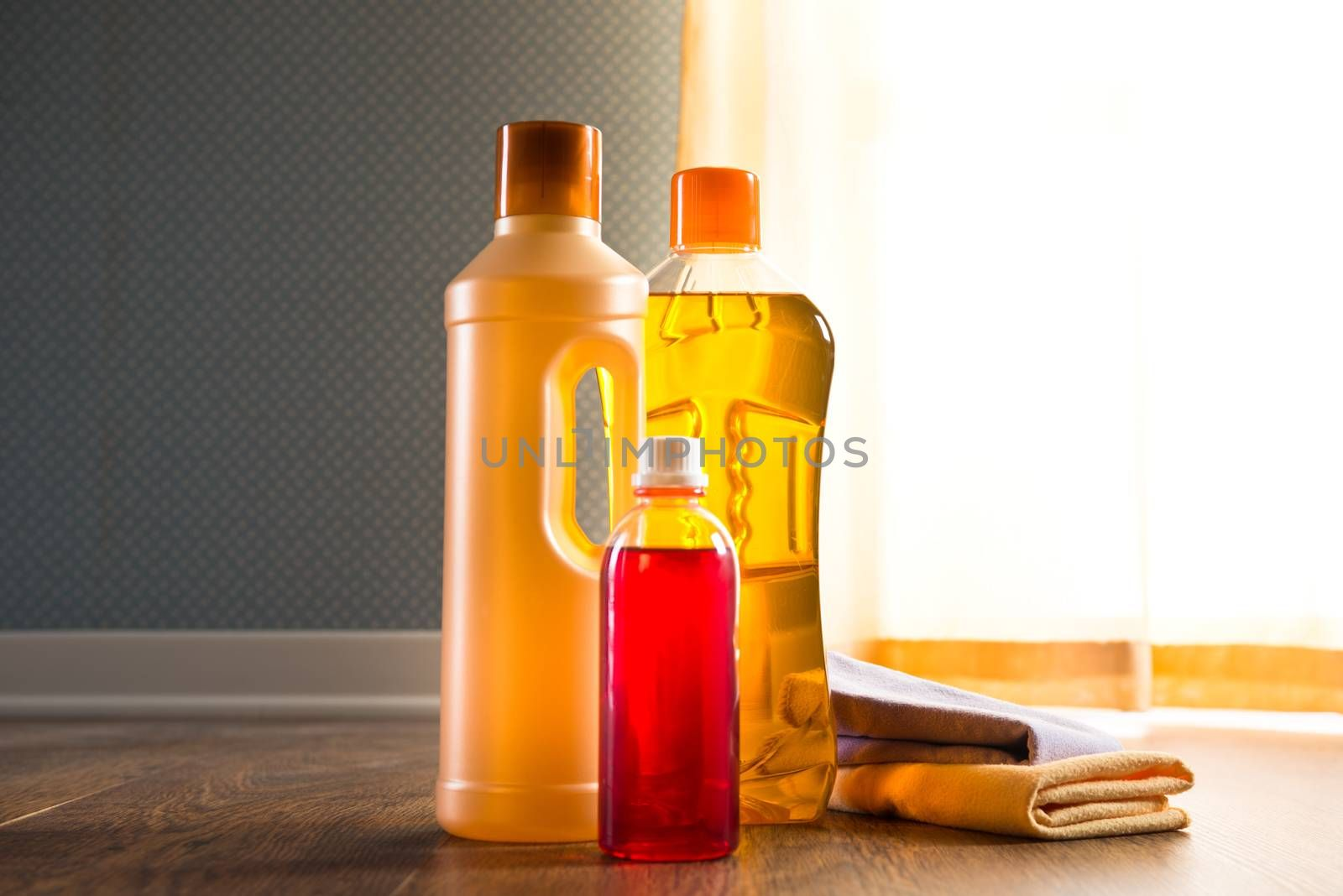 Detergent products for hardwood floor care and manteinance on parquet.