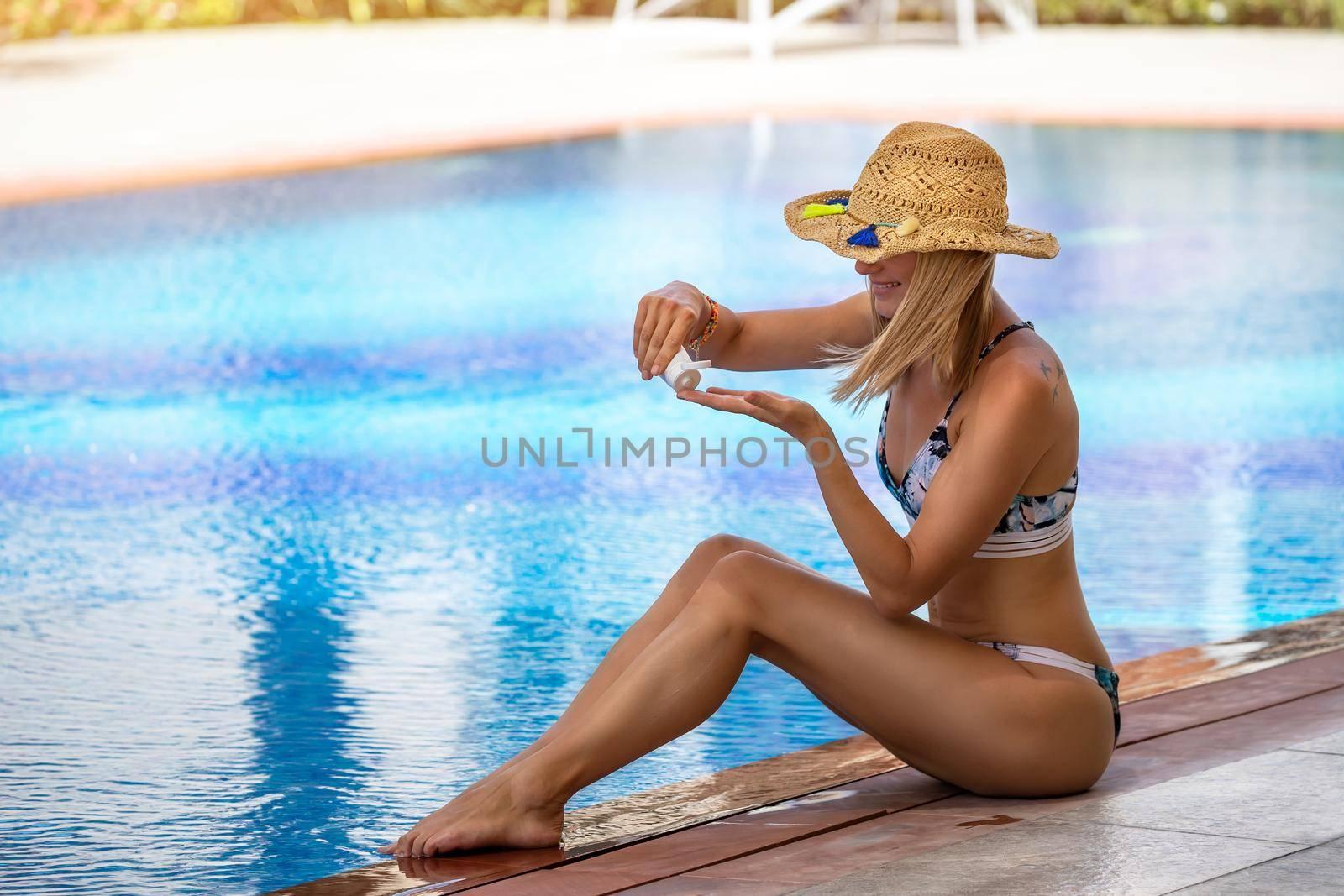 Beautiful Woman Applying Sunscreen. Using SPF Sun Block Lotion. Skin Care from UV Sun Rays. Happy Summer Vacation on the Beach Resort.