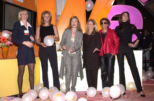 Rachel Hunter, Faye Dunaway, Cindy Crawford and Debbie Allen and Kate McEnroe at the unveiling of the new name for Romance Classics Television in Los Angeles, 11-29-00