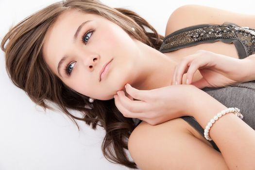 Young teenager in de studio on white