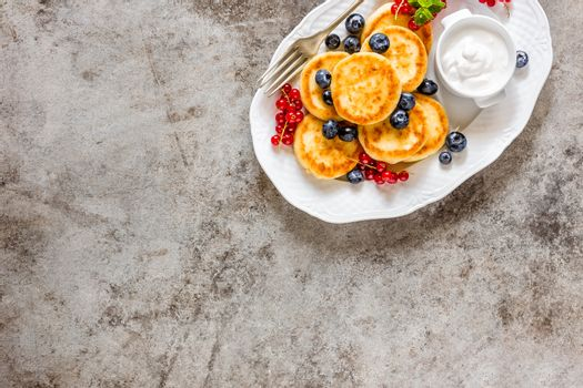 Cottage cheese fritters, pancakes with berries